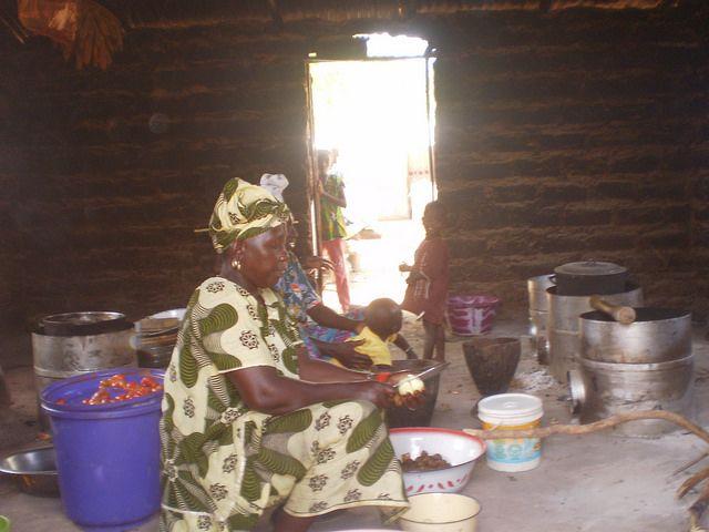 Cocinando en una cabaña
